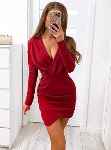 Czerwona sukienka Pakuten z dekoltem w kształcie litery v mini z długim rękawem