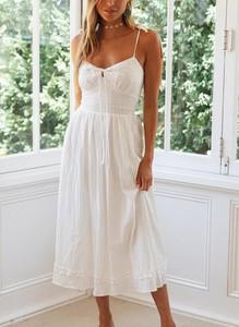 Sukienka Cikelly na ramiączkach midi z dekoltem w kształcie litery v