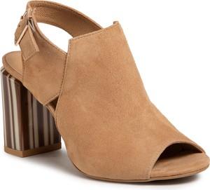 Brązowe sandały Quazi z klamrami na obcasie na wysokim obcasie