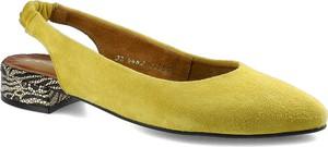 Żółte czółenka Maciejka