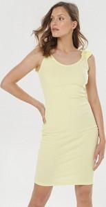 Żółta sukienka born2be z okrągłym dekoltem bez rękawów