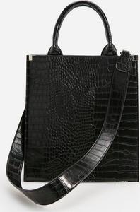 Czarna torebka Reserved ze skóry na ramię