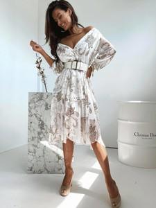 Sukienka Versada mini z dekoltem w kształcie litery v