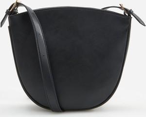Czarna torebka Reserved w stylu casual średnia na ramię