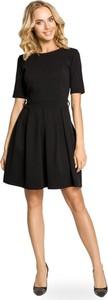 Czarna sukienka MOE z okrągłym dekoltem rozkloszowana mini