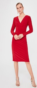 Czerwona sukienka Trendyol z długim rękawem