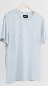 Niebieski t-shirt Reserved z dzianiny