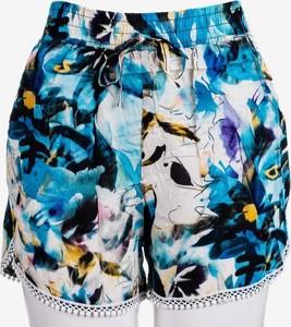 Niebieskie szorty Royalfashion.pl w stylu boho