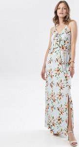 Sukienka born2be z dekoltem w kształcie litery v na ramiączkach prosta