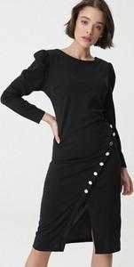 Czarna sukienka born2be z długim rękawem z okrągłym dekoltem midi