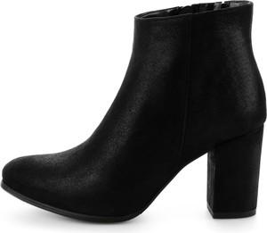 Czarne botki Prima Moda na słupku