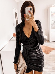 Sukienka Pakuten dopasowana w stylu casual z długim rękawem