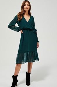 Sukienka Moodo z dekoltem w kształcie litery v z długim rękawem