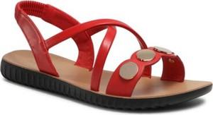 Czerwone sandały BASSANO z płaską podeszwą z klamrami w stylu casual
