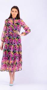 Sukienka Taravio z szyfonu z kołnierzykiem