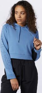 Niebieska bluza New Balance w sportowym stylu