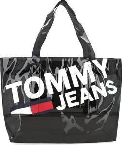 Czarna torebka Tommy Jeans na ramię w młodzieżowym stylu