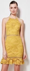 Żółta sukienka Trendyol bez rękawów dopasowana