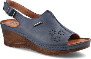 Granatowe sandały Pollonus ze skóry na koturnie z klamrami