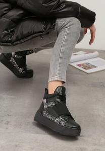 Czarne buty sportowe Multu sznurowane