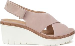 Sandały Clarks na platformie w stylu casual