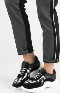 Buty sportowe Czasnabuty w sportowym stylu sznurowane z płaską podeszwą