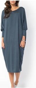 Niebieska sukienka Meleksima oversize midi z długim rękawem