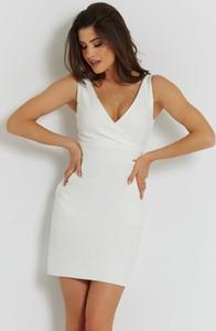 Sukienka Ivon bez rękawów dopasowana mini