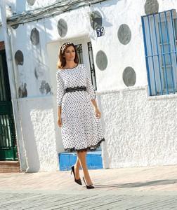 Sukienka Poza rozkloszowana z tkaniny z długim rękawem