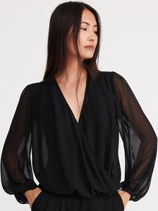 Czarna bluzka Reserved z dekoltem w kształcie litery v
