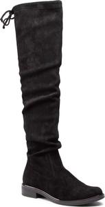 Czarne kozaki Caprice z płaską podeszwą na zamek