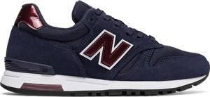 Czarne buty sportowe New-balance z zamszu w młodzieżowym stylu z płaską podeszwą