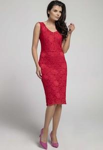 Czerwona sukienka Nommo midi bez rękawów z okrągłym dekoltem