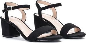 Czarne sandały Royalfashion.pl na obcasie na niskim obcasie