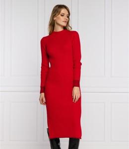 Sukienka Calvin Klein z długim rękawem w stylu casual
