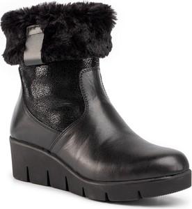 Czarne botki Comfortabel na koturnie w stylu casual