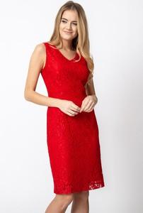 Czerwona sukienka QUIOSQUE mini bez rękawów