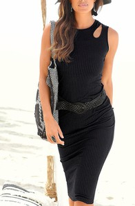 Czarna sukienka Sandbella midi