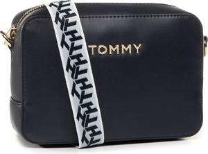 Granatowa torebka Tommy Hilfiger na ramię w stylu casual matowa