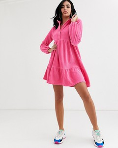 Różowa sukienka Asos Design ze sztruksu z długim rękawem