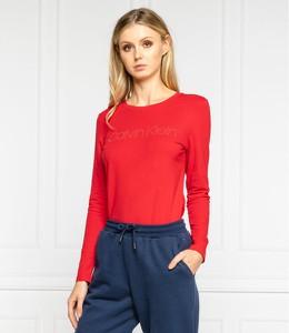 Czerwona bluzka Calvin Klein z długim rękawem z okrągłym dekoltem w stylu casual