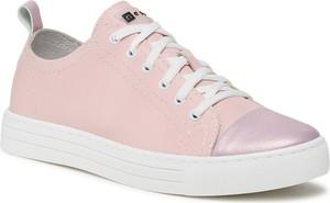 Różowe buty sportowe Nessi na platformie