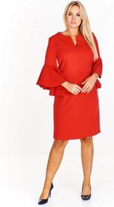 Czerwona sukienka omnido.pl z długim rękawem midi