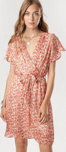 Pomarańczowa sukienka born2be z krótkim rękawem