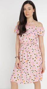 Różowa sukienka born2be