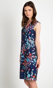 Sukienka QUIOSQUE z dekoltem w kształcie litery v w stylu casual mini