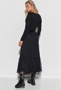 Czarna sukienka Makadamia z długim rękawem z tiulu maxi