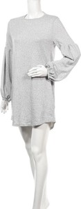 Sukienka Tina z okrągłym dekoltem z długim rękawem w stylu casual