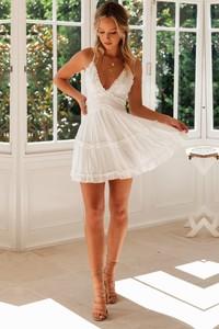 Sukienka Ivet.pl na ramiączkach z dekoltem w kształcie litery v
