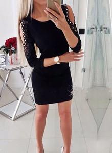 Czarna sukienka Arilook z okrągłym dekoltem dopasowana